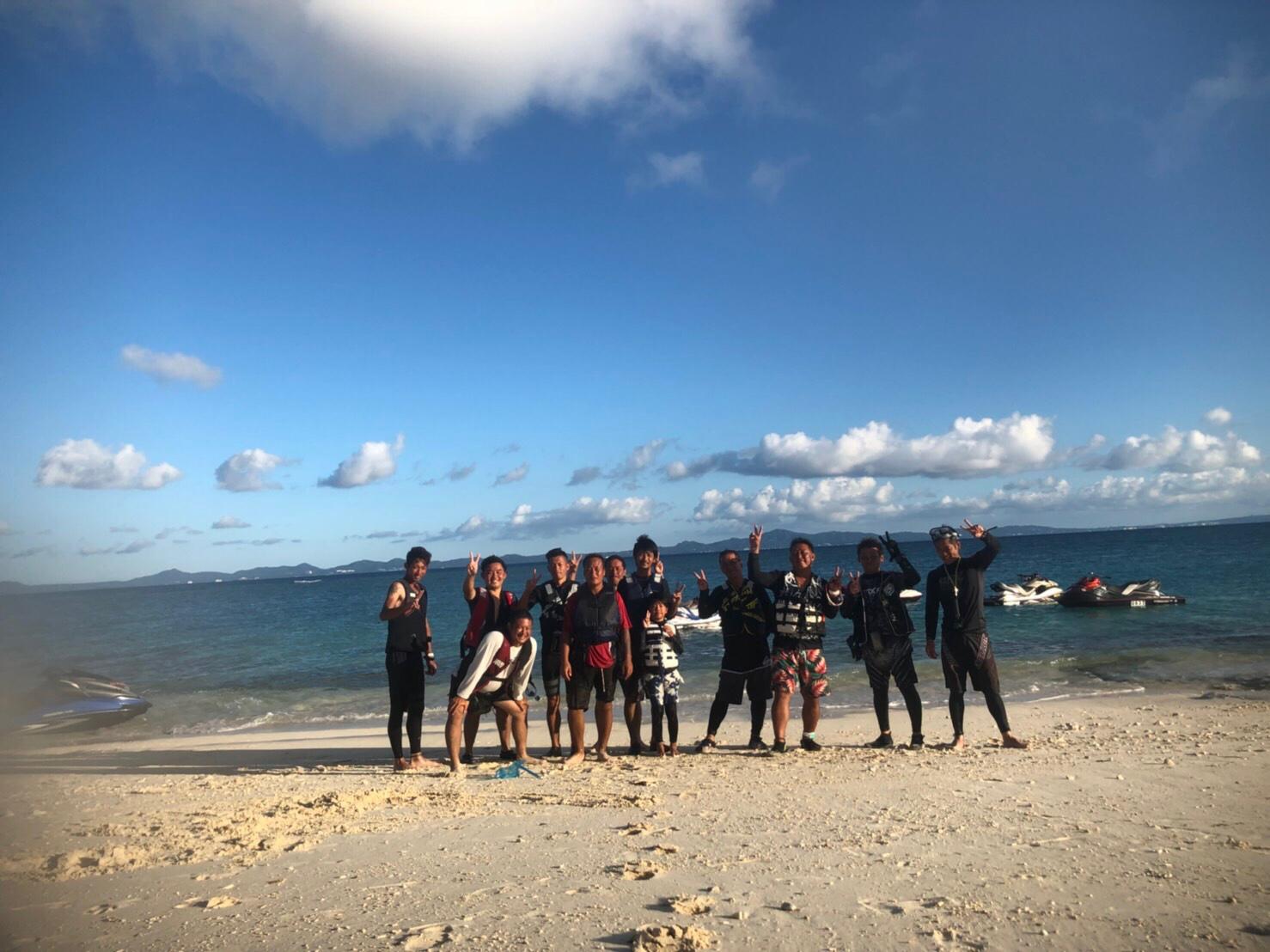 沖縄の海でツーリング!